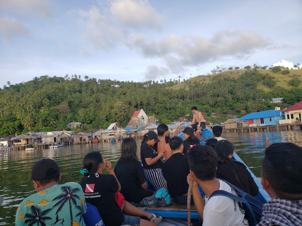 Team from Politknik Negeri Manado approaching Nain Island